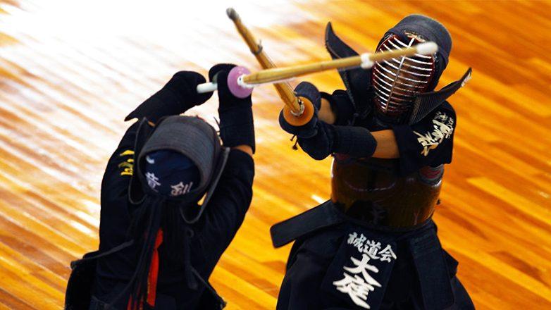 Кэндо - хотя и имитирует бой на мечах, имеет мало общего с «боевым» фехтованием