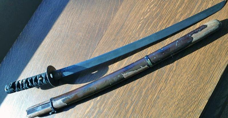 Подлинный самурайский меч - время потрепало ножны, но не властно над клинком