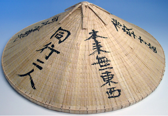 Широкополая соломенная шляпа каса - «визитная карточка» Азии