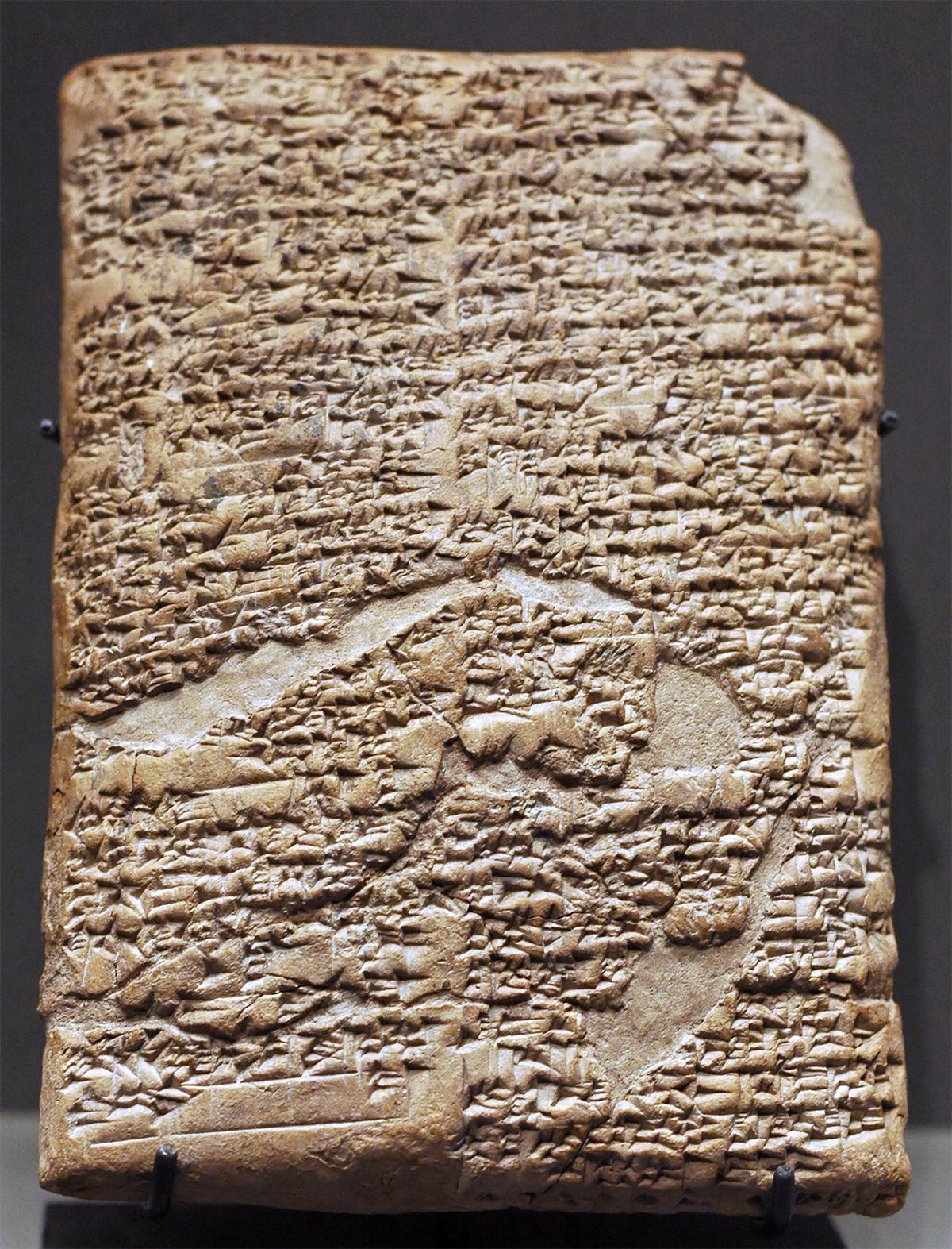 Глиняная табличка с текстом пролога к законнику царя Хаммурапи. Что-то вроде титульного листа кодекса.