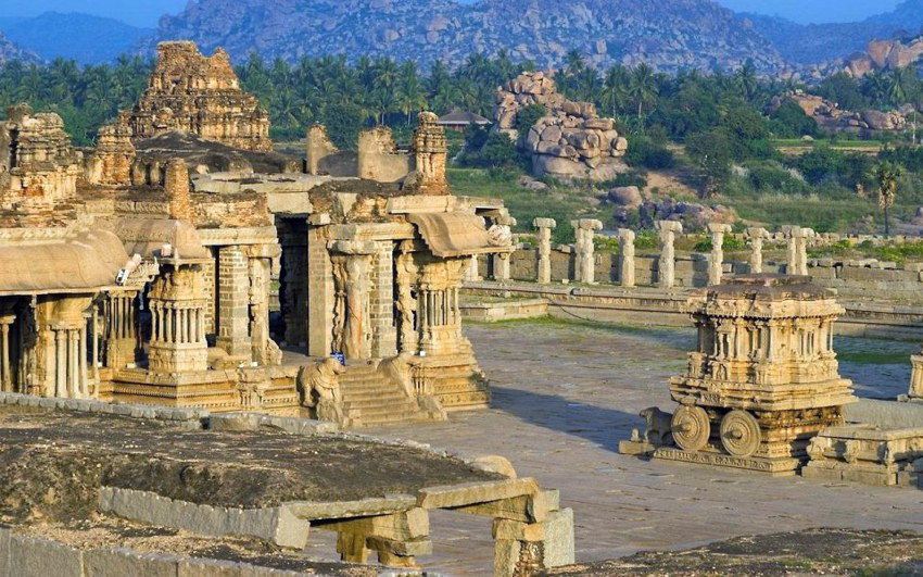 Величественные руины Виджаянагара, юг Индии