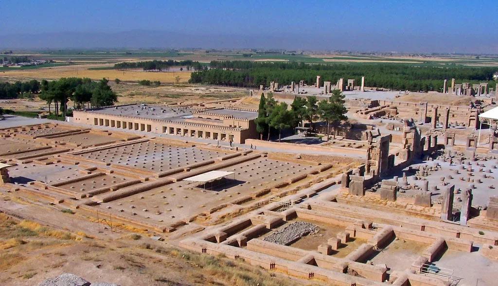 Раскопки царского дворца в Персиполе