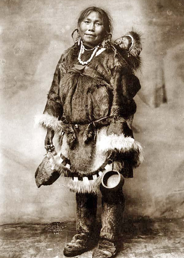 Меховой анорак эскимосов - прообраз современной толстовки. Теплая куртка с капюшоном