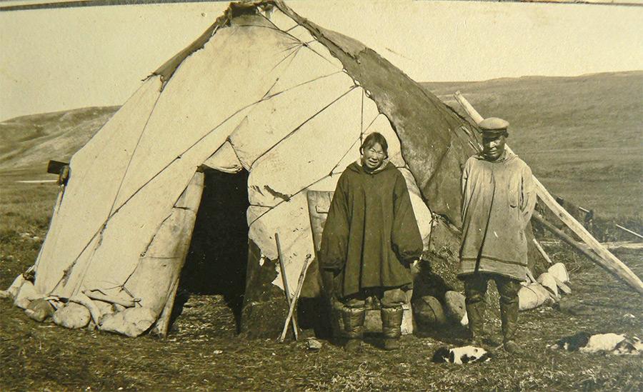 Летнее жилище эскимосов Гренландии. В общем-то ни чем не отличается от летних «домиков» других северных народов